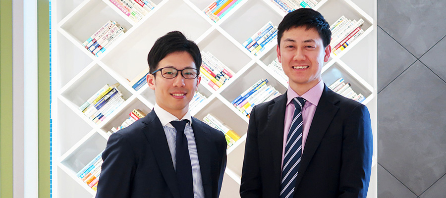 Photo: From left, NRI members Kawashima and Kamimura who coordinated the survey.